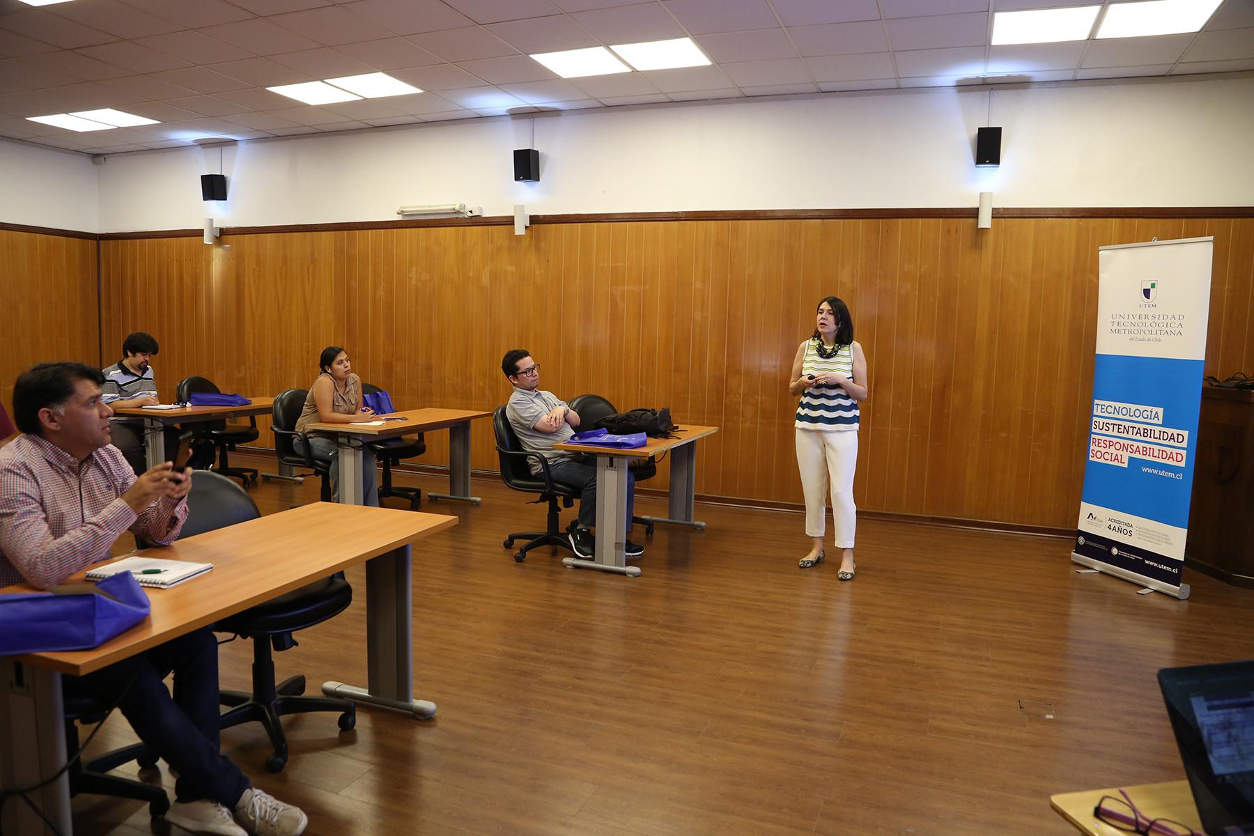 Titulad@s de Bibliotecología UTEM participaron en taller sobre inserción laboral